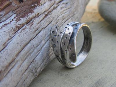 "*SOLD OUT* Sterling silver ring ""Rain Hug"""
